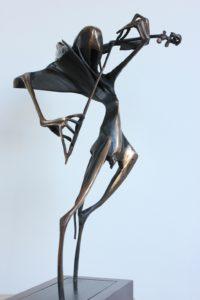 igor-kitzberger-paganini-40-cm-bronz-podstavec-drevo-side