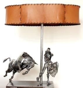 vaclav-rubeska-dekorativni-lampa-zaklad-kovova-tepana-plastika-byka-a-toreadora-kozeny-sirm-71x66x38-cm-uzite-umeni-na-prodej-v-prazske-galerii-ceskeho-soucasneho-umeni