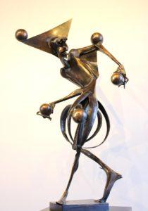 igor-kitzberger-bronzova-plastika-zongler-130x73-cm-na-prodej-v-prazske-galerii-ceske-soucasne-plastiky-a-sochy