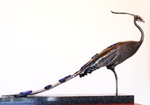igor-kitzberger-bronzova-svarovana-plastika-ptak-bronz-a-sklo-39x64-cm-prodej-del-igora-kitzbergera-v-prazske-galerii-ceskeho-soucasneho-umeni-celek