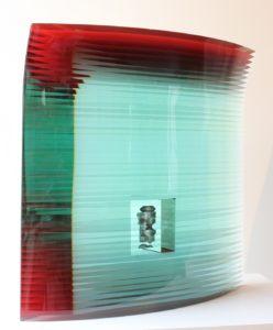 bohumil-elias-starsi-sklenena-plastika-obyvatel-cervene-46x47x14-cm-prodej-sklenenych-soch-bohumila-eliase-praha